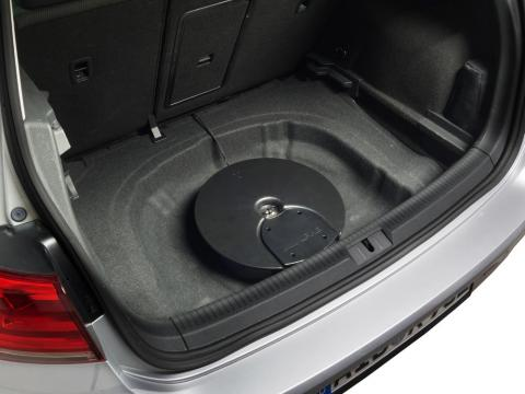 Subwoofer-System-for-VW-Golf-7-Golf-6-in-spare-wheel-department